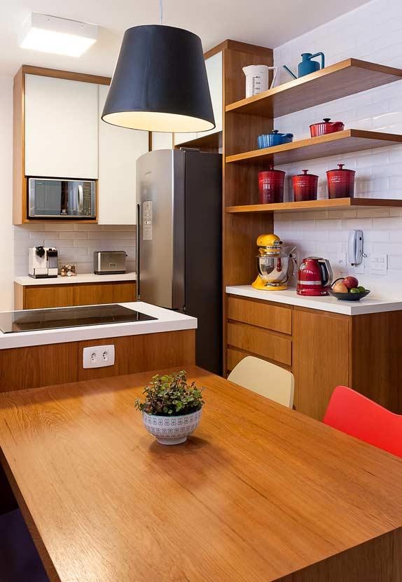 Cozinha americana simples com cooktop