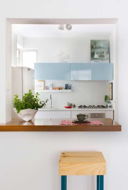 Cozinha americana simples com balcão