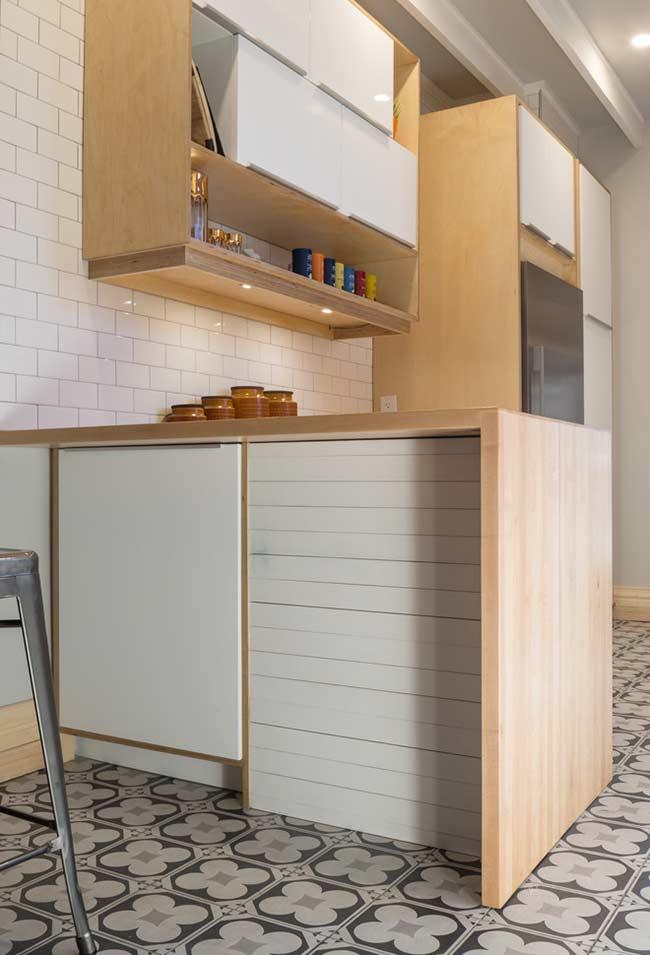 Nichos para colocar livros de culinária e objetos decorativos