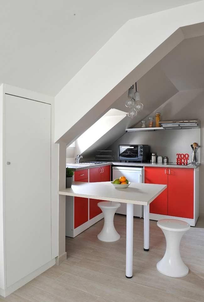 Cozinha americana simples e colorida
