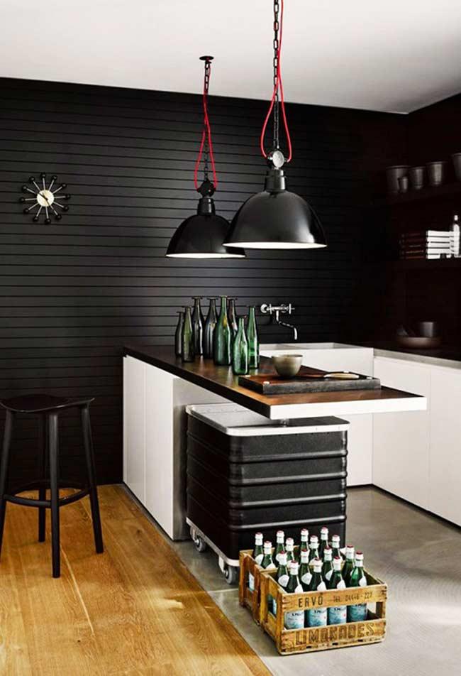 Cozinha americana simples com balcão suspenso