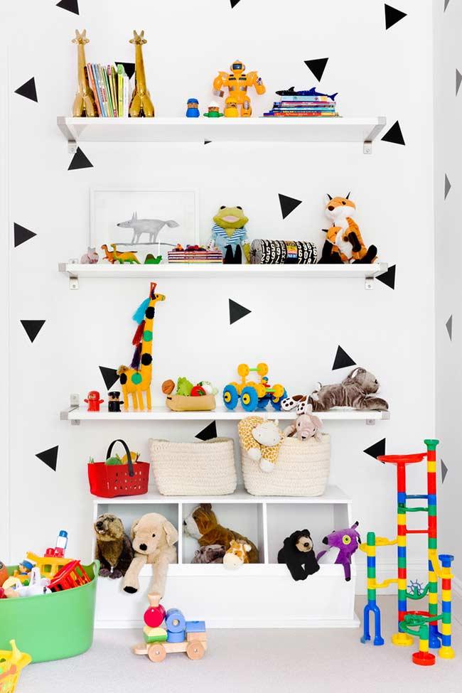 Prateleiras e nichos para organizar brinquedos