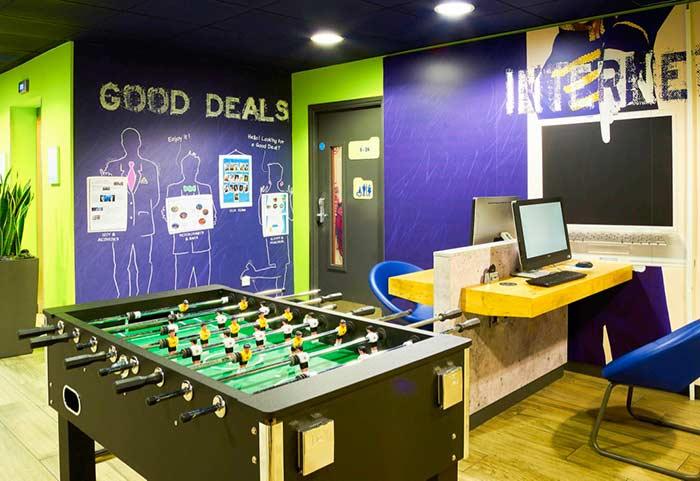 Sala de jogos com computador