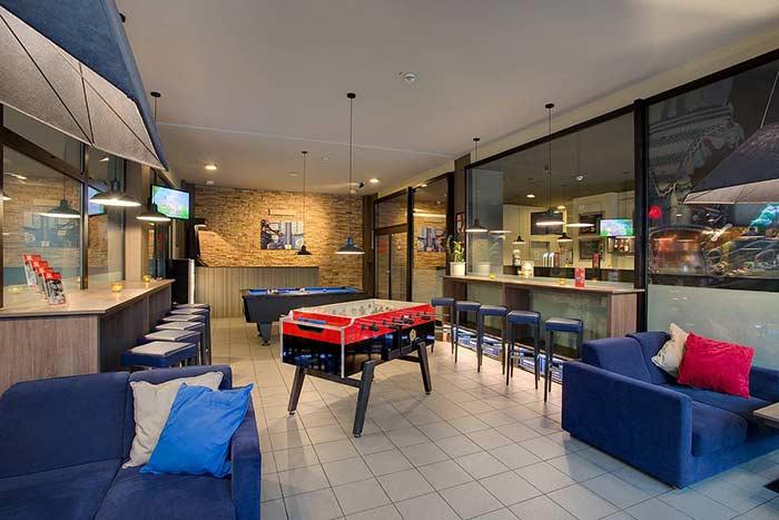 Sala de jogos com bar