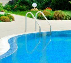 Como limpar piscina: área externa