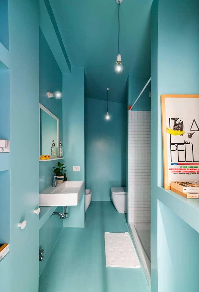 Unidade na aplicação da cor no banheiro azul