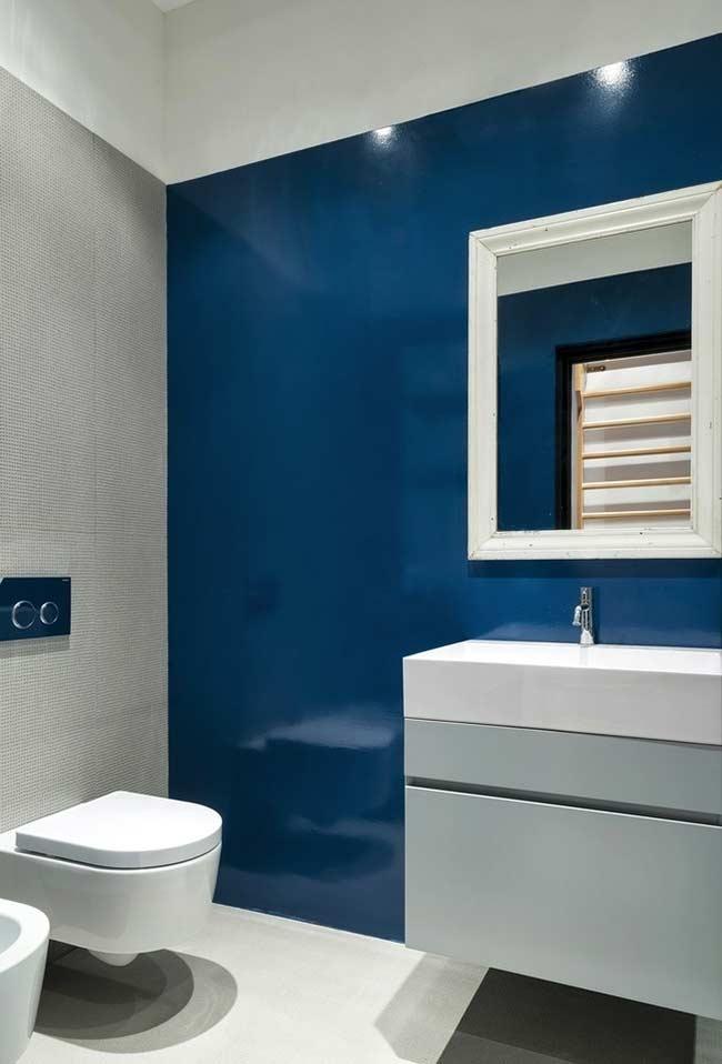 Tinta acrílica ou epóxi no banheiro na cor azul