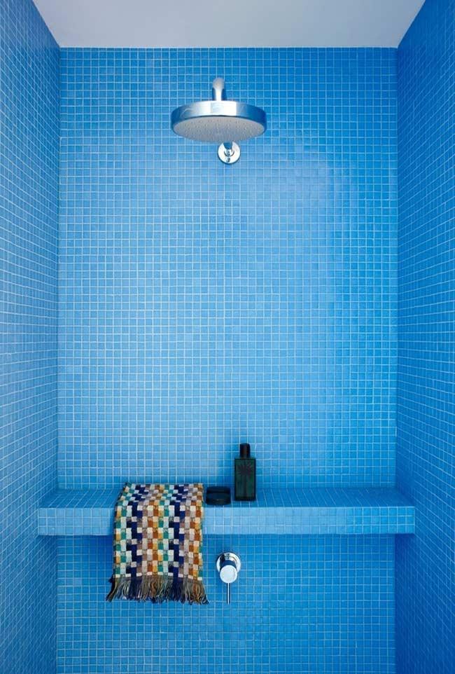 Pastilhas em cores vibrantes para o banheiro