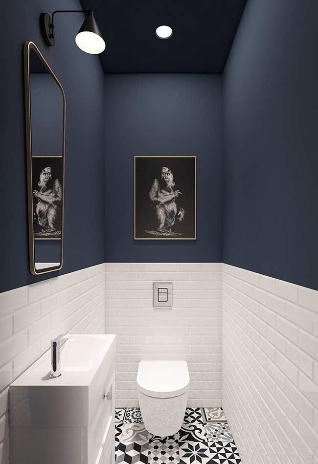 Meia parede azul, meia parede branca