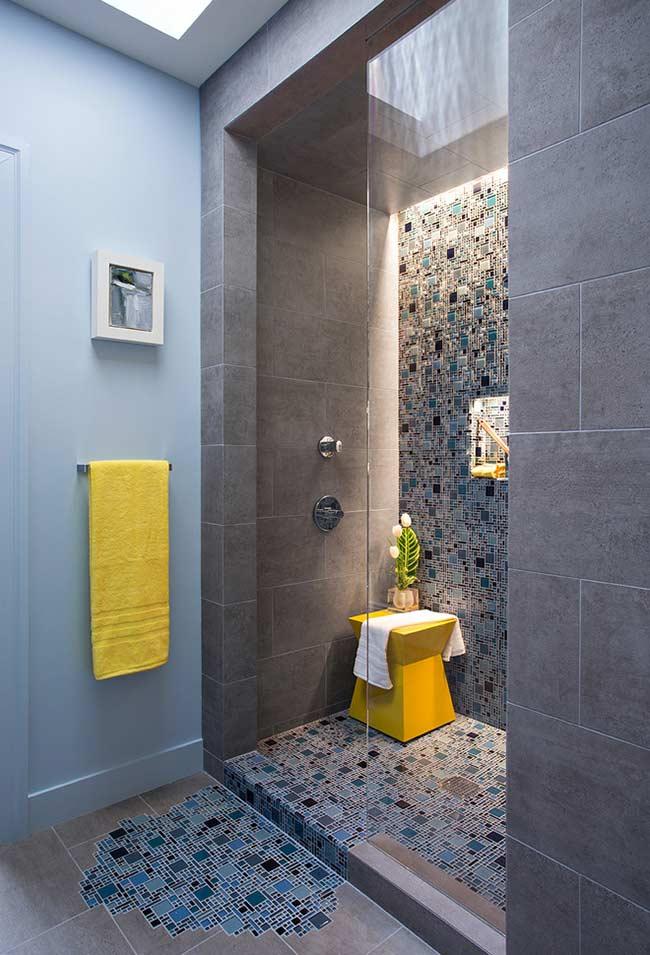 Banheiro azul e cinza