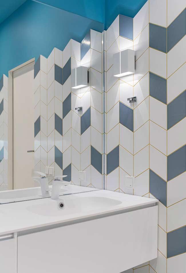 Banheiro com decoração azul