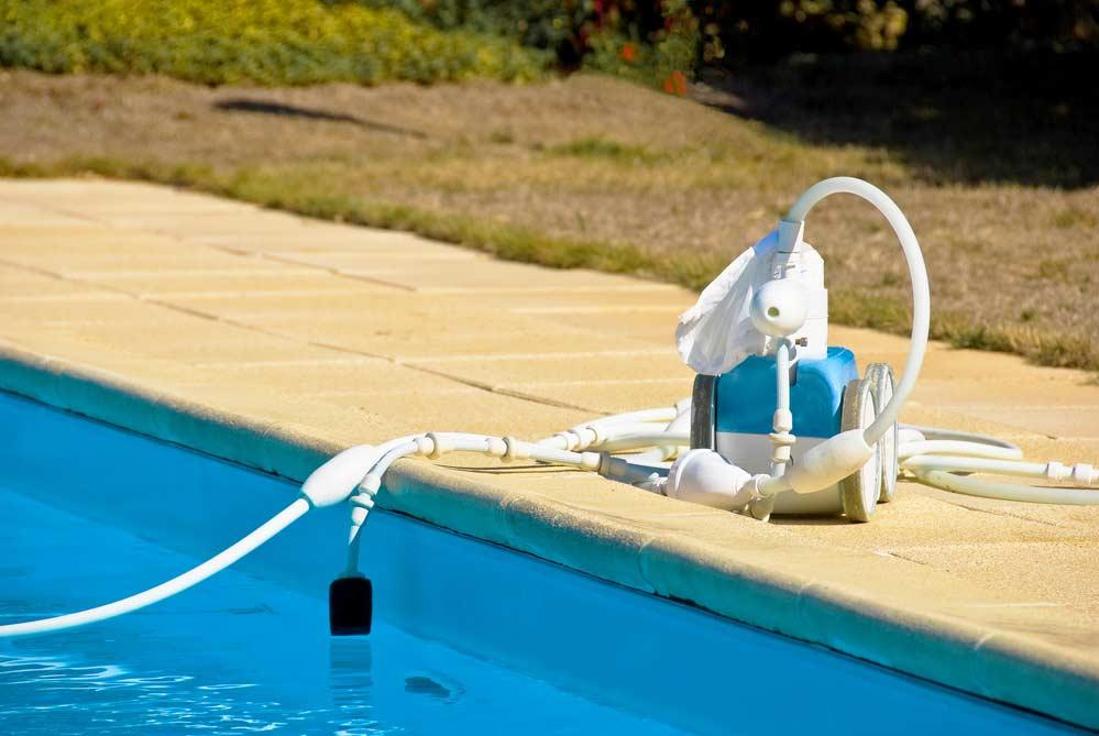 Como limpar piscina materiais e passo a passo completo for Aspirador piscina
