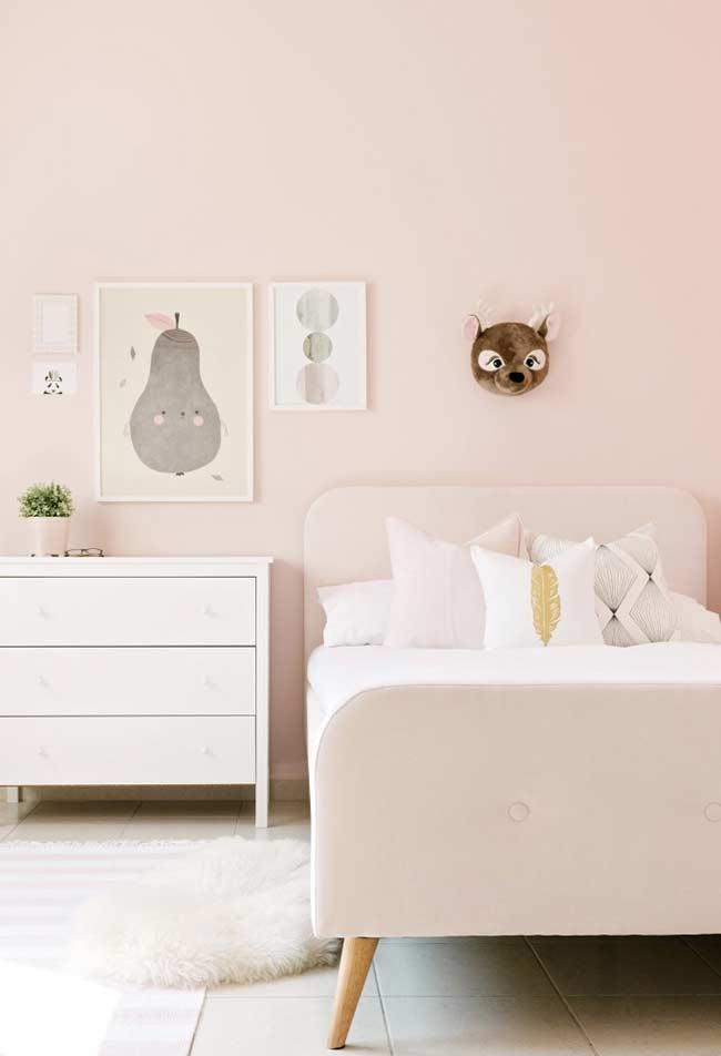 Quarto rosa suave com estilo minimalista: um ambiente tranquilo