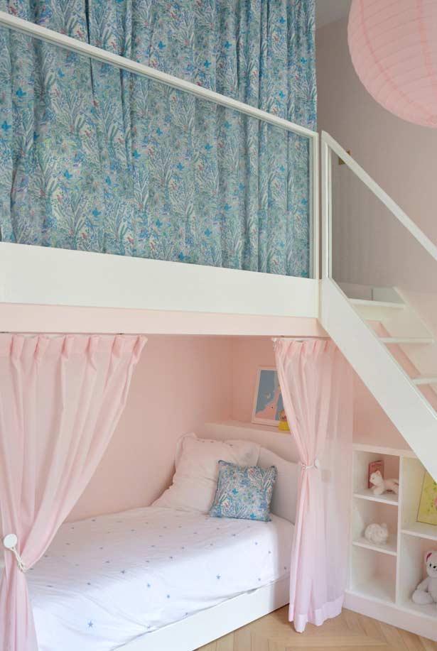 Outro exemplo de quarto de criança com estilo montessoriano