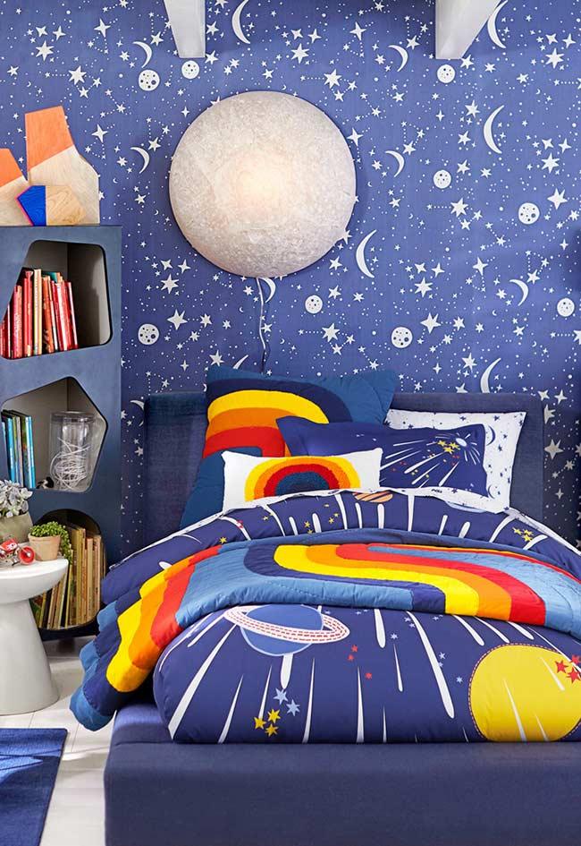 Quarto de criança com tema espacial