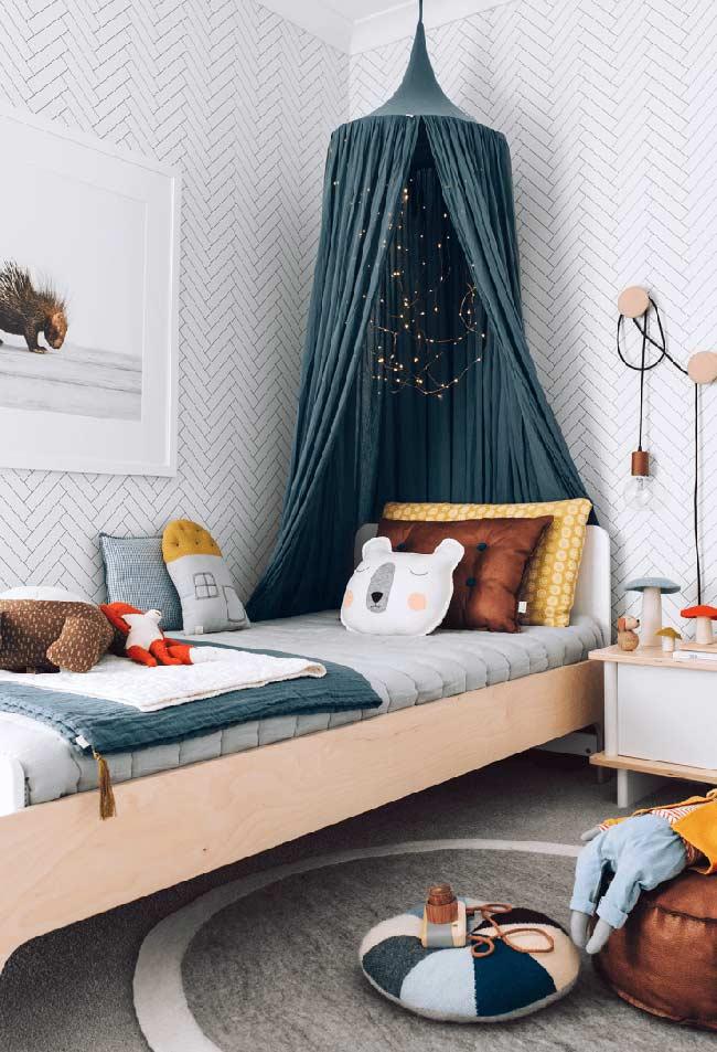 Mistura de tons off-white na decoração do quarto