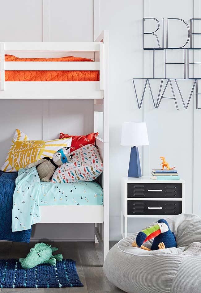 Branco como base para o quarto