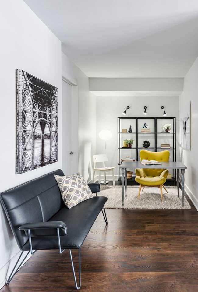 Sala comprida com dois ambientes