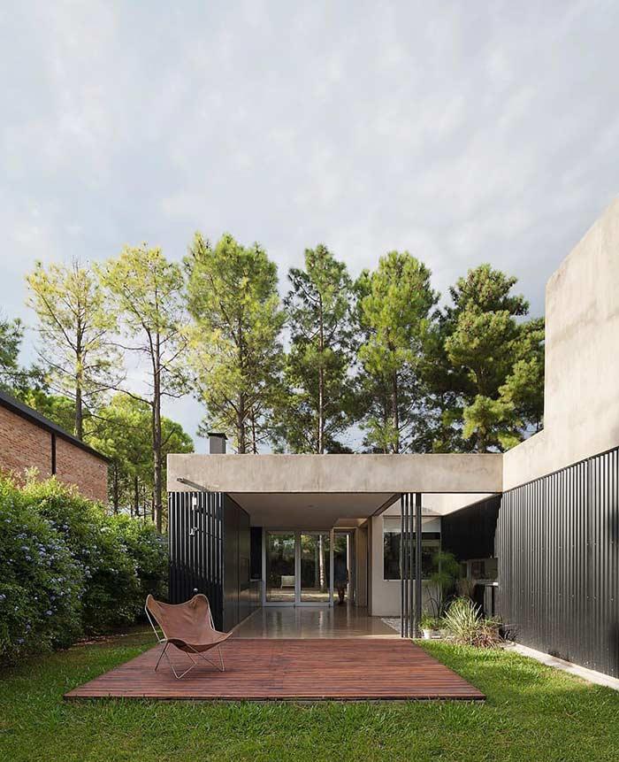 Residência moderna com concreto aparente