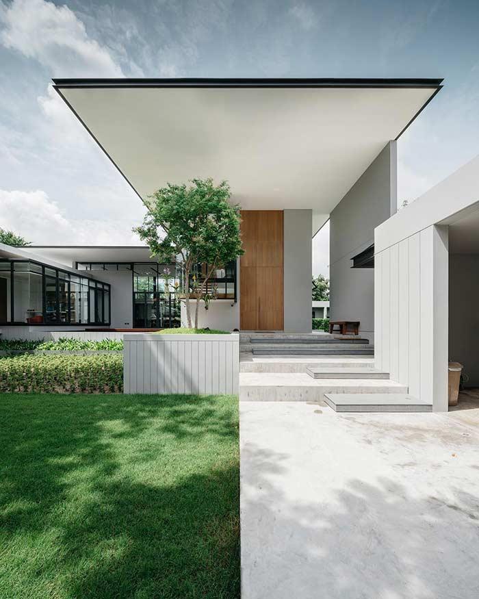 Cobertura suspensa imponente e elegante na fachada