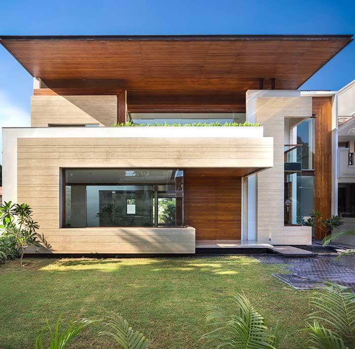 Com telhado suspenso