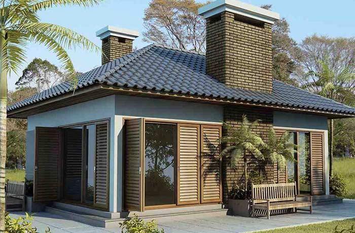 Telhado colonial com telhas escuras
