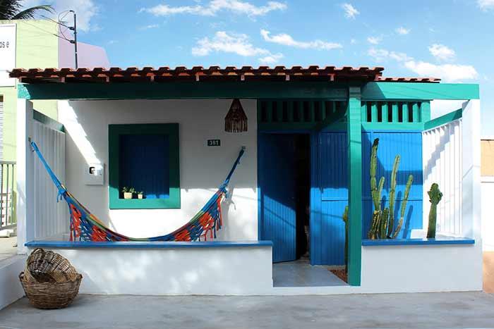 Telhado colonial em casa simples / popular