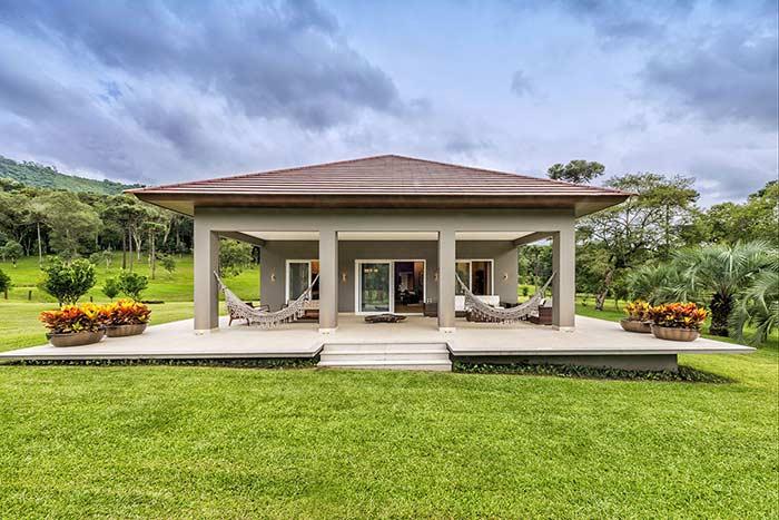 Telhado marcante para uma casa simples