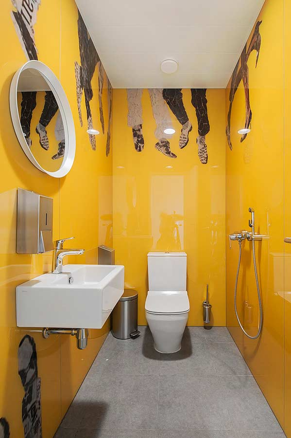 Banheiro masculino do tipo cabine