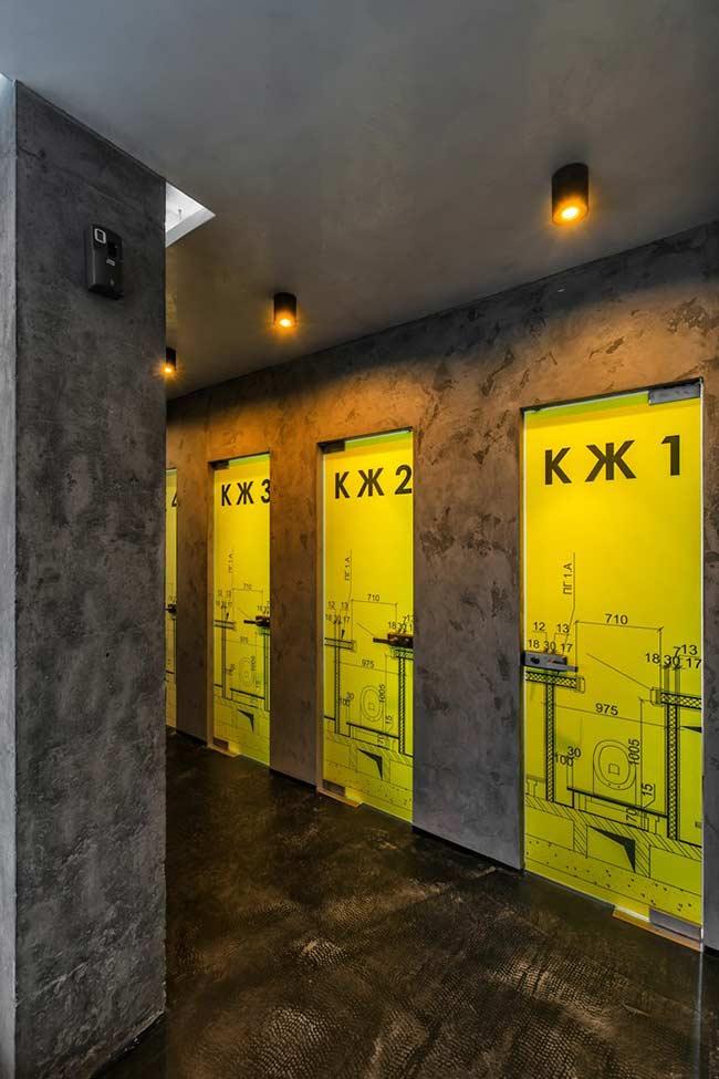 O projeto completo do banheiro incorporado na porta das cabines