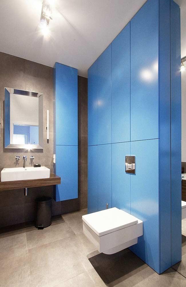 Use a cor clássica masculina no banheiro: o azul