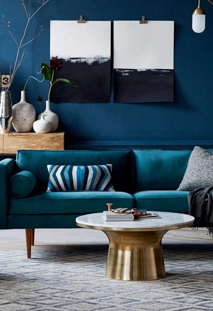 Sala azul vibrante