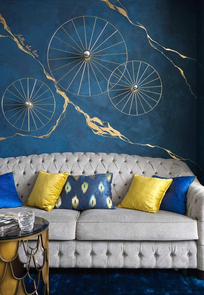 Dourado com azul
