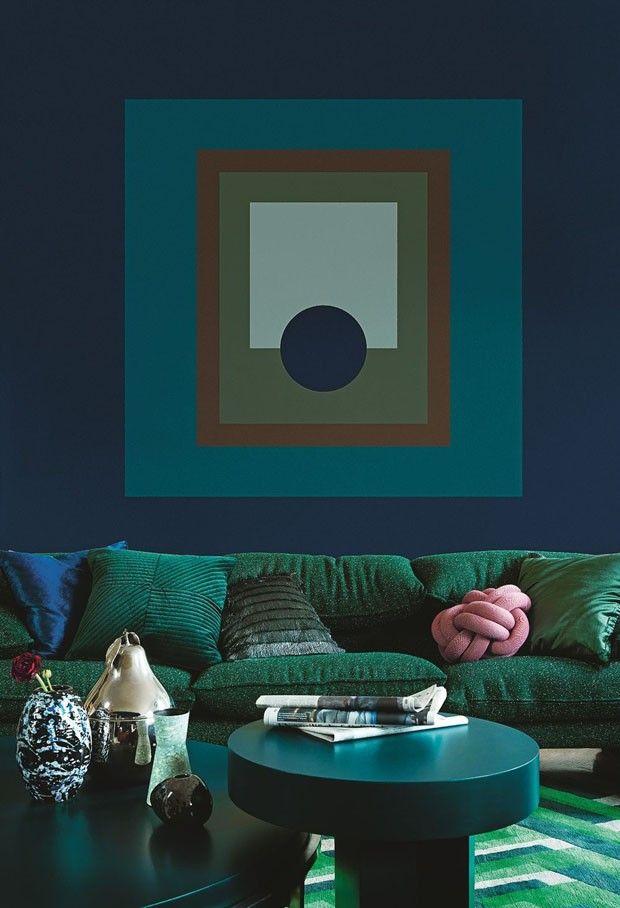 Azul e verde esmeralda na decoração da sala