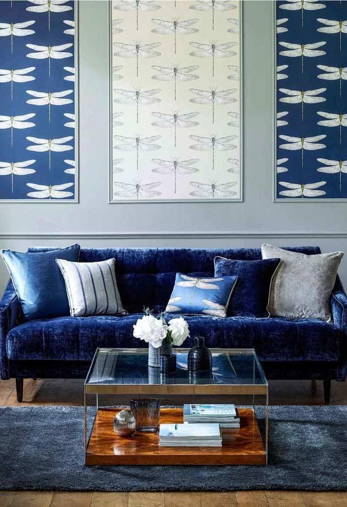 Sala com azul e branco na decoração