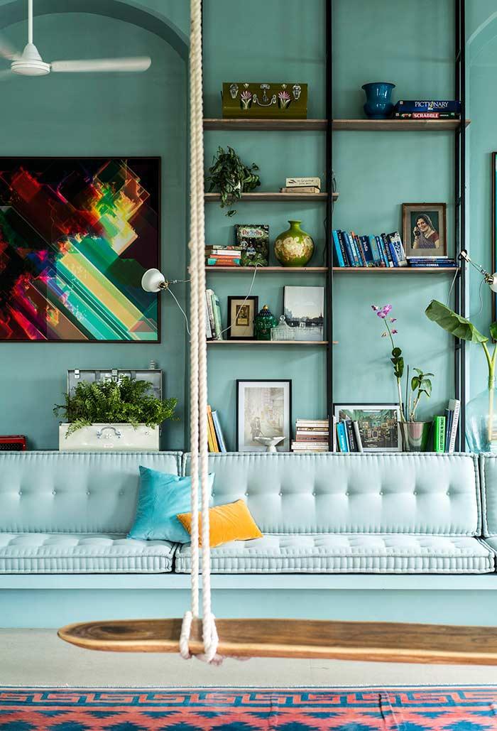Azul tiffany da parede ao sofá