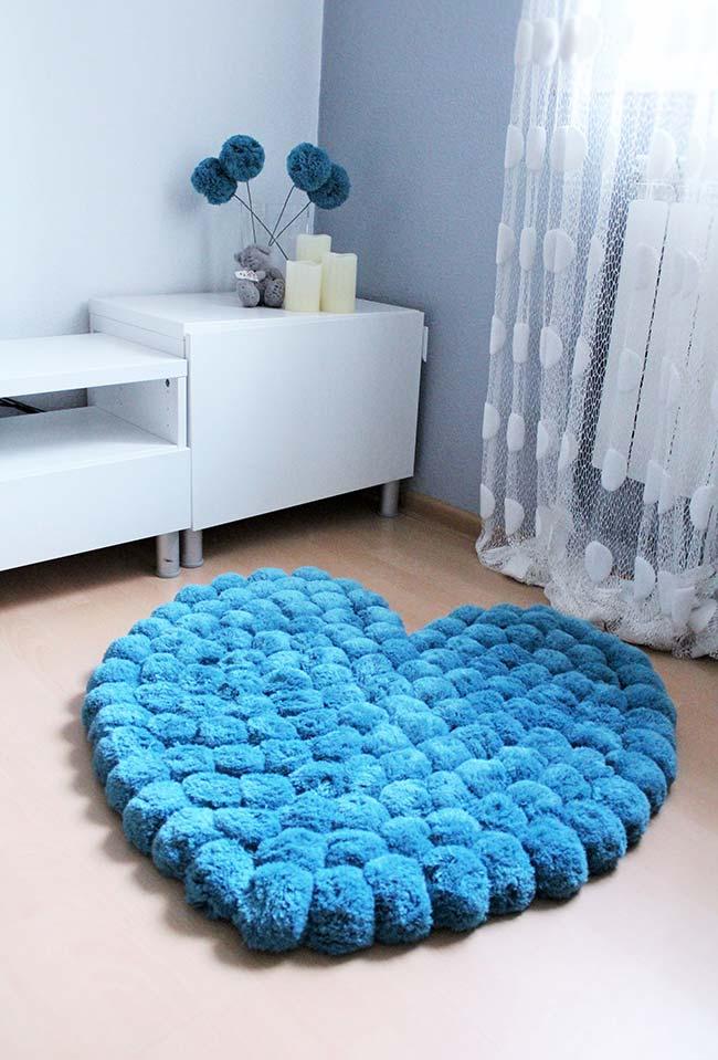 Coração azul: uma fofura de tapete de pompom