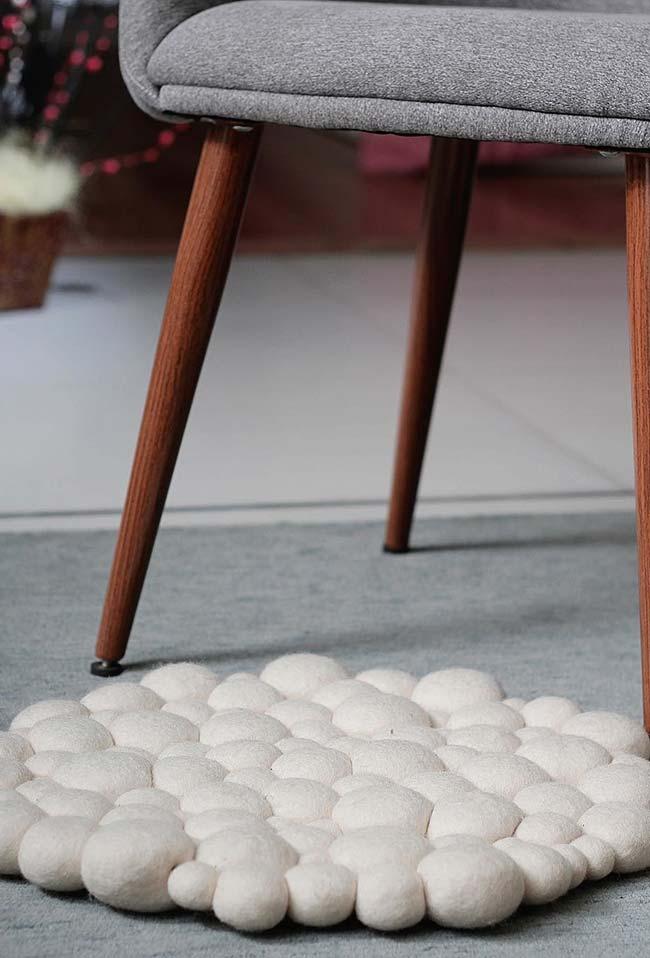 Tapete de pompom delicado branco