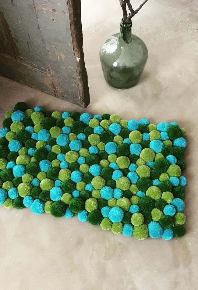 Composição do verde no tapete de pompom