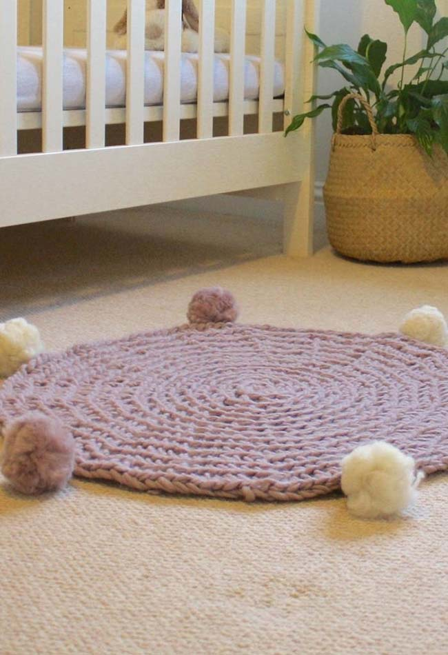 Tapete de pompom para quarto de bebê