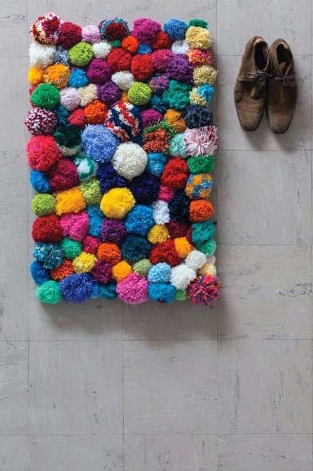 Tapete de pompom colorido e divertido