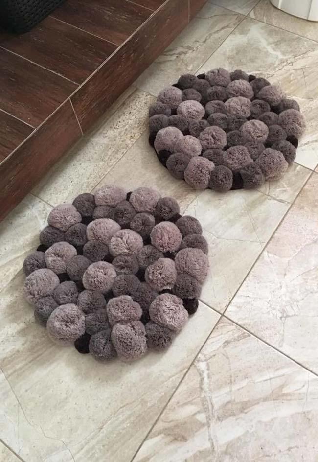Jogo de tapetes redondos com pompom