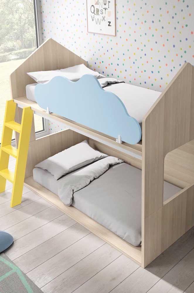 Beliche em L com formato de casinha; modelo funcional e divertido para os irmãos