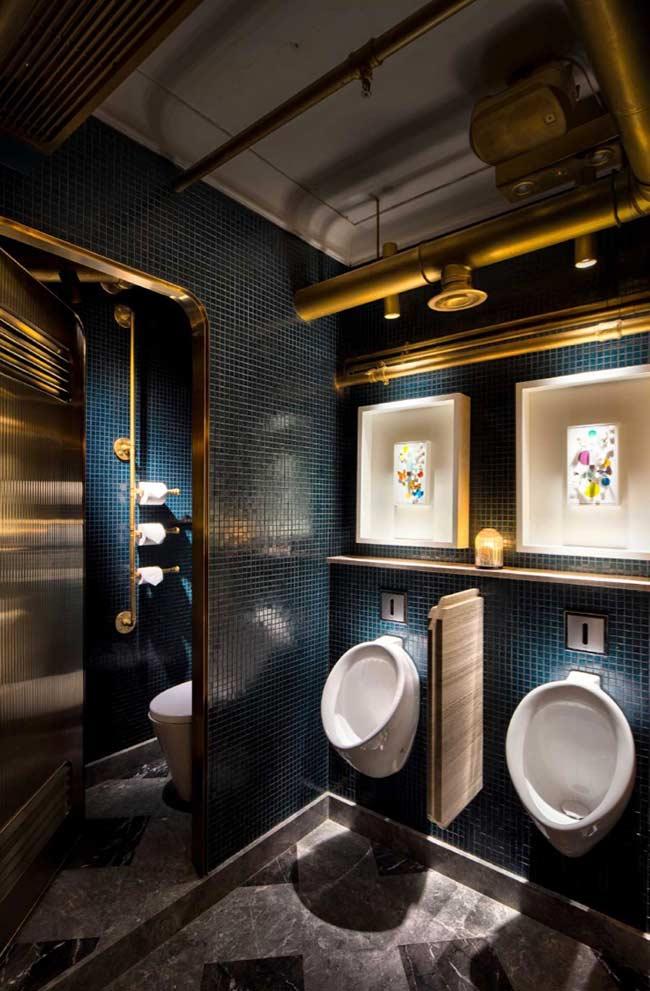 Banheiro masculino de estilo steampunk