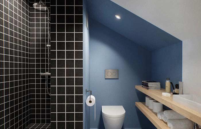 Banheiro embaixo da escada cheio de soluções criativas