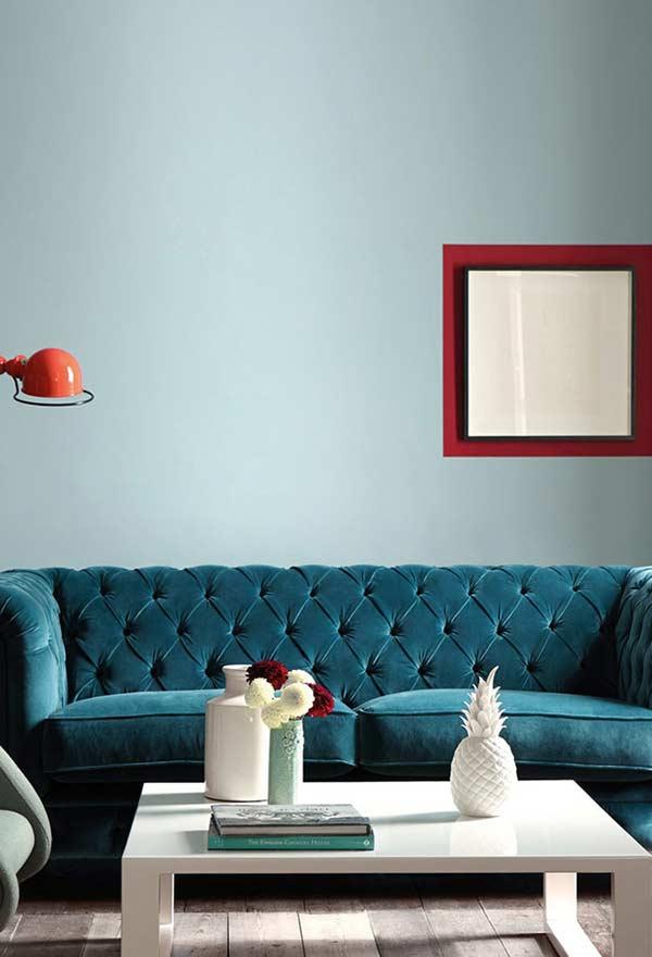 Sofá chesterfield em veludo azul