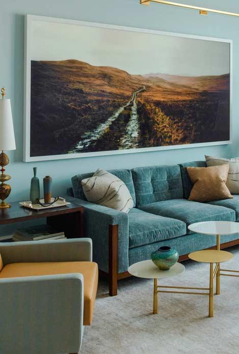 Ambiente com mistura de azul e marrom