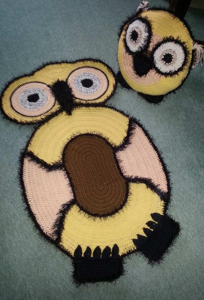 Tapete de coruja em crochê com linha felpuda