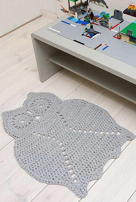 tapete de coruja em crochê com uma única cor
