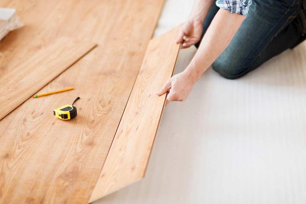 Como colocar piso laminado: dicas para iniciar a instalação